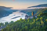 Germany, Rhineland Palatinate, Bacharach, Burg Stahleck (Stahleck Castle), River Rhine Fotodruck von Alan Copson