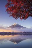 Japan, Fuji - Hakone - Izu National Park, Mt Fuji and Kawaguchi Ko Lake Reproduction photographique par Michele Falzone