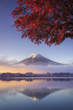 Japan, Fuji - Hakone - Izu National Park, Mt Fuji and Kawaguchi Ko Lake Fotografisk tryk af Michele Falzone