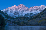 Usa, Colorado, Rocky Mountains, Aspen, Maroon Bells at Dawn Fotografisk trykk av Christian Heeb