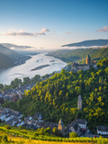 Germany, Rhineland Palatinate, Bacharach and Burg Stahleck (Stahleck Castle), River Rhine Photographic Print by Alan Copson