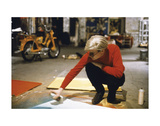 Andy with Spray Paint and Moped, The Factory, NYC, circa 1965 Poster autor Andy Warhol/ Nat Finkelstein