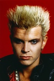 Billy Idol Close Up Portrait with Red Background Foto af  Movie Star News
