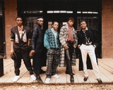 Bobby Brown in Casual Wear Group Portrait Foto af  Movie Star News