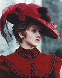 Linda Purl Portrait in Red Feathered Hat Photo af Movie Star News