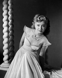 Gloria DeHaven posed in Gown in Black and White Foto av  Movie Star News