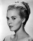 Jean Seberg Portrait in V-Neck Long Sleeve Dress with Back Knot Hair Photo af Movie Star News