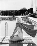 Jean Harlow Posed in White with Red Cape Fotografía por Movie Star News