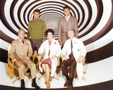 Time Tunnel Group Portrait in Black and White Swirl Background Photographie par  Movie Star News