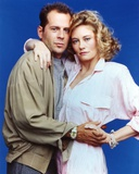 Moonlighting in Couple Portrait with Blue Background Photographie par  Movie Star News