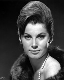Stefanie Powers smiling in Black and White Close Up Portrait wearing Fur Coat with Pearl Necklace Photo af Movie Star News