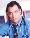Jimmy Smits Close-up Pose with Stethoscope Portrait Foto af  Movie Star News