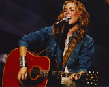 Sheryl Crow singing in Blue Denim Jacket Photo by  Movie Star News