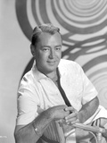 Alan Ladd sitting and posed on the Chair in Black and White Portrait Photo by  Movie Star News