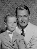 Alan Ladd smiling with a Child Photo by  Movie Star News