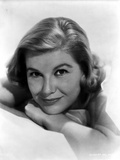Barbara Bel-Geddes Leaning and smiling Photo by  Movie Star News