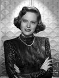 Alexis Smith Facing at the Camera wearing Black Long Sleeves and a Necklace Photo af Movie Star News
