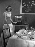 Alexis Smith standing Beside the Dining Table Photo af Movie Star News