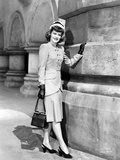 Alexis Smith standing and Holding a Hand Bag Photo by  Movie Star News