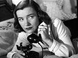 Ella Raines on Long Sleeves and Answering a Phone Call Photo by  Movie Star News