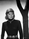 Dorothy McGuire on a Long Sleeve standing and posed Photo by  Movie Star News