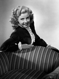 Gloria DeHaven Leaning on A Chair in Black and White Foto av  Movie Star News