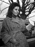 Barbara Parkins Portrait wearing in Jacket with Gloves Photo af Movie Star News