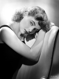 Dorothy McGuire Leaning and posed Photo by  Movie Star News