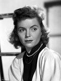 Dorothy McGuire posed Portrait Photo by  Movie Star News