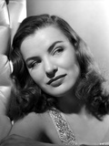 Ella Raines Looking Away in Classic Photo by  Movie Star News