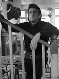 Johnny Cash Leaning on Stair Photographie par  Movie Star News