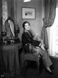 Laura La Plante sitting and smiling Photo by  Movie Star News