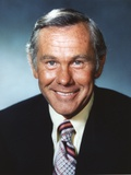 Johnny Carson smiling in Suit Photo by  Movie Star News