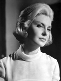 Joanne Woodward wearing a White Tunic Photo by  Movie Star News