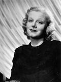 Jean Harlow Portrait in Black Round Neck Ruffled Long Sleeve Linen Dress Fotografía por Movie Star News