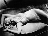 Jean Harlow Lying on the Bed in Silk Dress Fotografía por Movie Star News