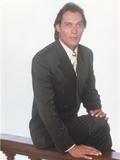 Jimmy Smits sitting Pose in Tuxedo Portrait Foto af  Movie Star News
