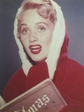 Jane Powell Close Up Portrait in Red Velvet Hood and Gloves with Eyes Looking Up and Mouth Opened Photo by  Movie Star News