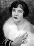 Lois Wilson with a Furry Shawl Photo by  Movie Star News
