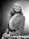 Lizabeth Scott Portrait wearing Checkered Sleeves Photo af Movie Star News