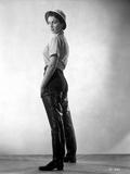 Jean Simmons Posed in White Gingham Short Sleeve Shirt and Black Straight Cut Pants with Leather Sh Foto af  Movie Star News