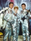 Lost In Space Two Men and Lady in Space Suit Photographie par  Movie Star News