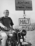 Steve McQueen in a Scene from the Great Escape on Motorcycle Foto von  Movie Star News