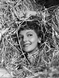 Mary Martin Surrounded with Hay and smiling Portrait Photo av  Movie Star News