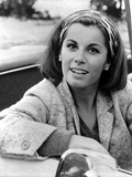 Stefanie Powers smiling in Black and White Portrait wearing Coat Foto af  Movie Star News