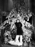 Mary Martin standing in Front of Christmas Tree Photo av  Movie Star News