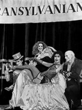 Rocky Horror Picture Show Cross Dressing Man Lounging on Chair Foto von  Movie Star News