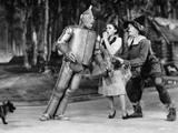 Wizard Of Oz Tin Man Leaning on Dorothy in Black and White Photo af Movie Star News
