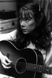 Sissy Spacek Playing Guitar in Classic Foto af  Movie Star News