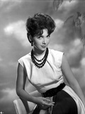 Suzanne Pleshette wearing a White Dress and Black Beads Necklace Photo af Movie Star News